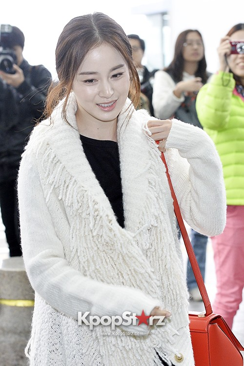 Kim Tae Hee Leaving for 'Cosmo Beauty Awards' in China ...