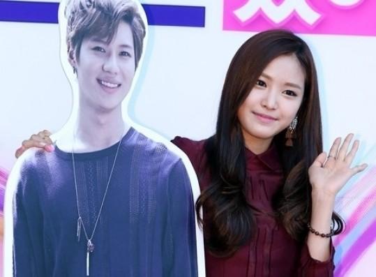 Naeun taemin and OFFICIAL TAEUN