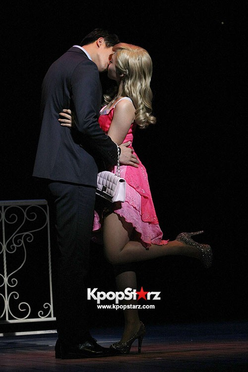 A Pink Jung Eunji Sparkling Dress for 'Legally Blonde ...