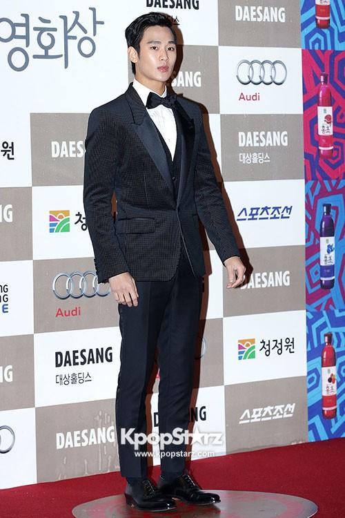 Kim Soo Hyun attends 33rd 'The Blue Dragon Film Awards'