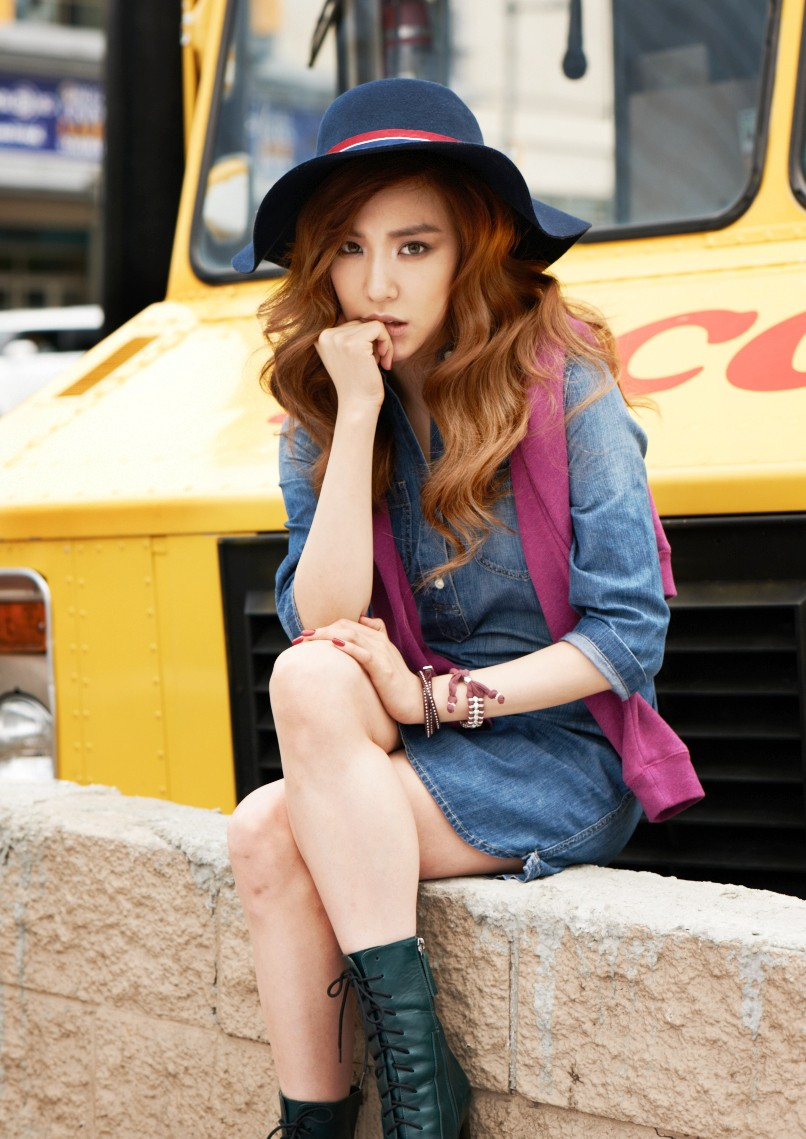 Girls Generation Tiffany Looks Like A Hollywood Star Stylish Image Of The Young Woman Kpopstarz