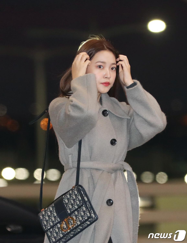Red Velvet Yeri, Stylish gray coat