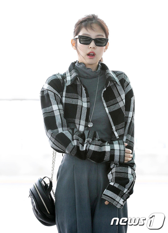 Blackpink Jennie, confident steps