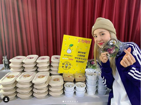 Wow ! Find Out Who Spoils 2NE1 Dara with Delicious Food