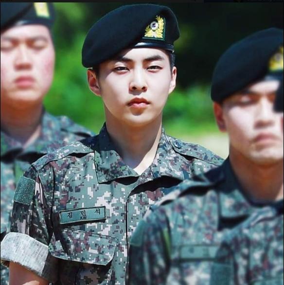 Bak! EXO Xiumin Gerçek Hayattaki Bir Kaptan Ri