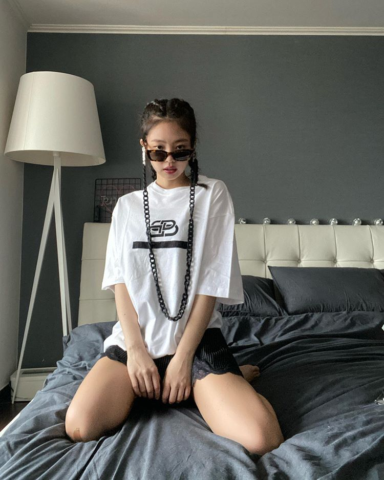 """Jennie Goes On An Instagram-Posting Spree With Her """"Jentle Home"""" Collection"""