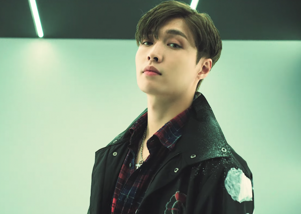 Fans Furious After MNET Blurs Out EXO Lay's Face