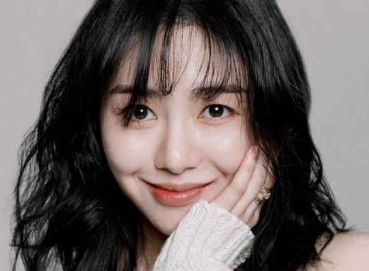 Former AOA Mina