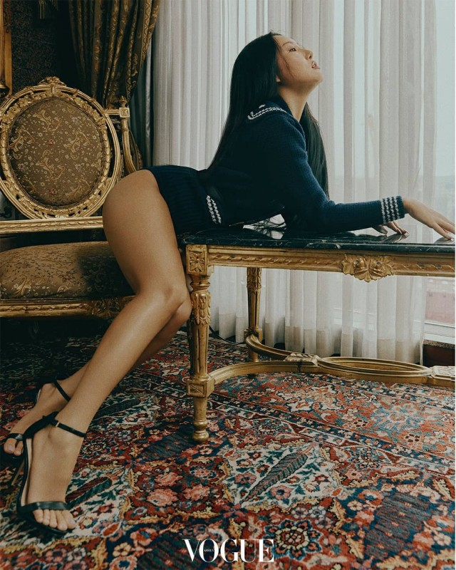 look-fans-can-t-get-enough-of-mamamoo-hwasa-s-photos-for-vogue.jpg?w=640
