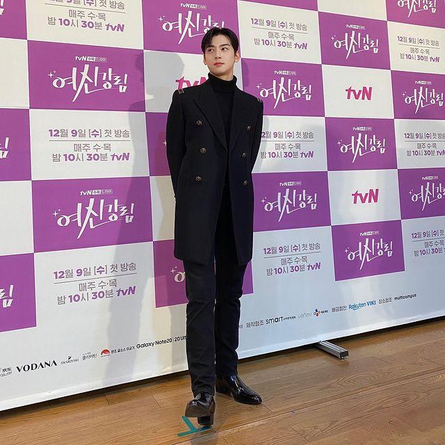 Cha Eun-woo, milky skin + perfect look