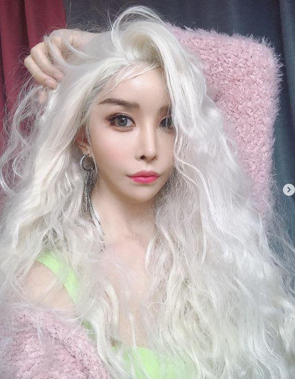 Primul idol coreean transgender Harisu dezvăluie imagini asemănătoare păpușilor pe ultimul post IG