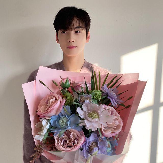 Cha Eun-woo, milky skin visual male god Advent