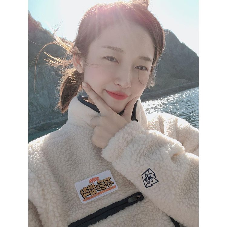 """OH MY GIRL Arin, white skin and pretty explosion """"SBS 'Law of the Jungle' together♥"""""""