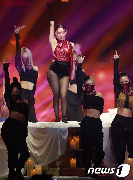 MAMAMOO Hwasa's Outfit at The Golden Disc Awards Criticized For Being Overly Sexy