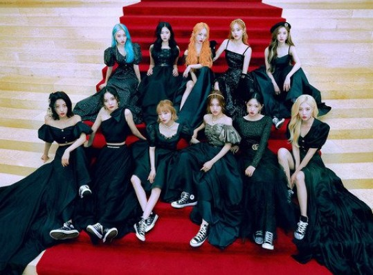 LOONA appeared on the popular American radio 'Zach Sang Show'
