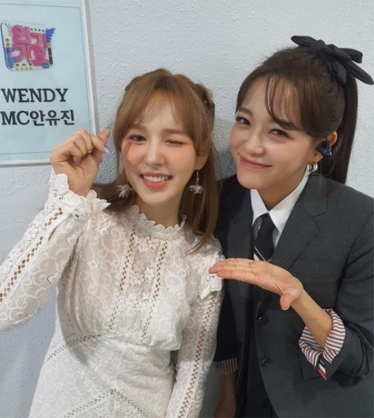 Sejeong X Red Velvet Wendy, this is a flower garden... a pretty girl next to a pretty girl