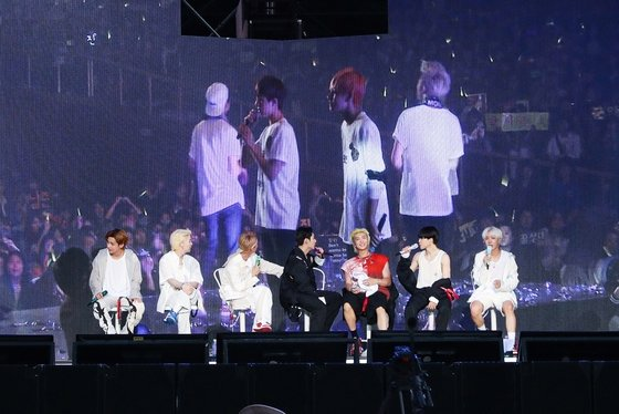 BTS, fan meeting 'Microcosm' with ARMY... Express Live + Event