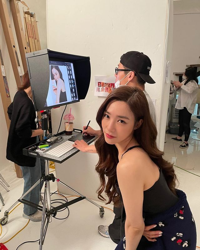 Tiffany Young lovely, doll-like chopstick legs