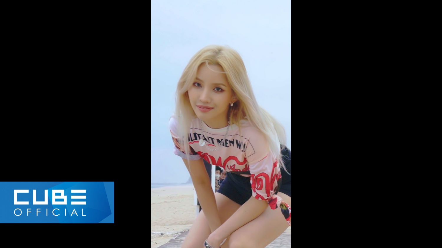 JEON SOYEON releases choreography video for new song 'BEAM BEAM'
