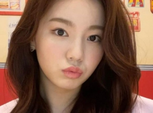 This JYP Entertainment Idol Was Chosen to Debut Thanks to Her Visuals