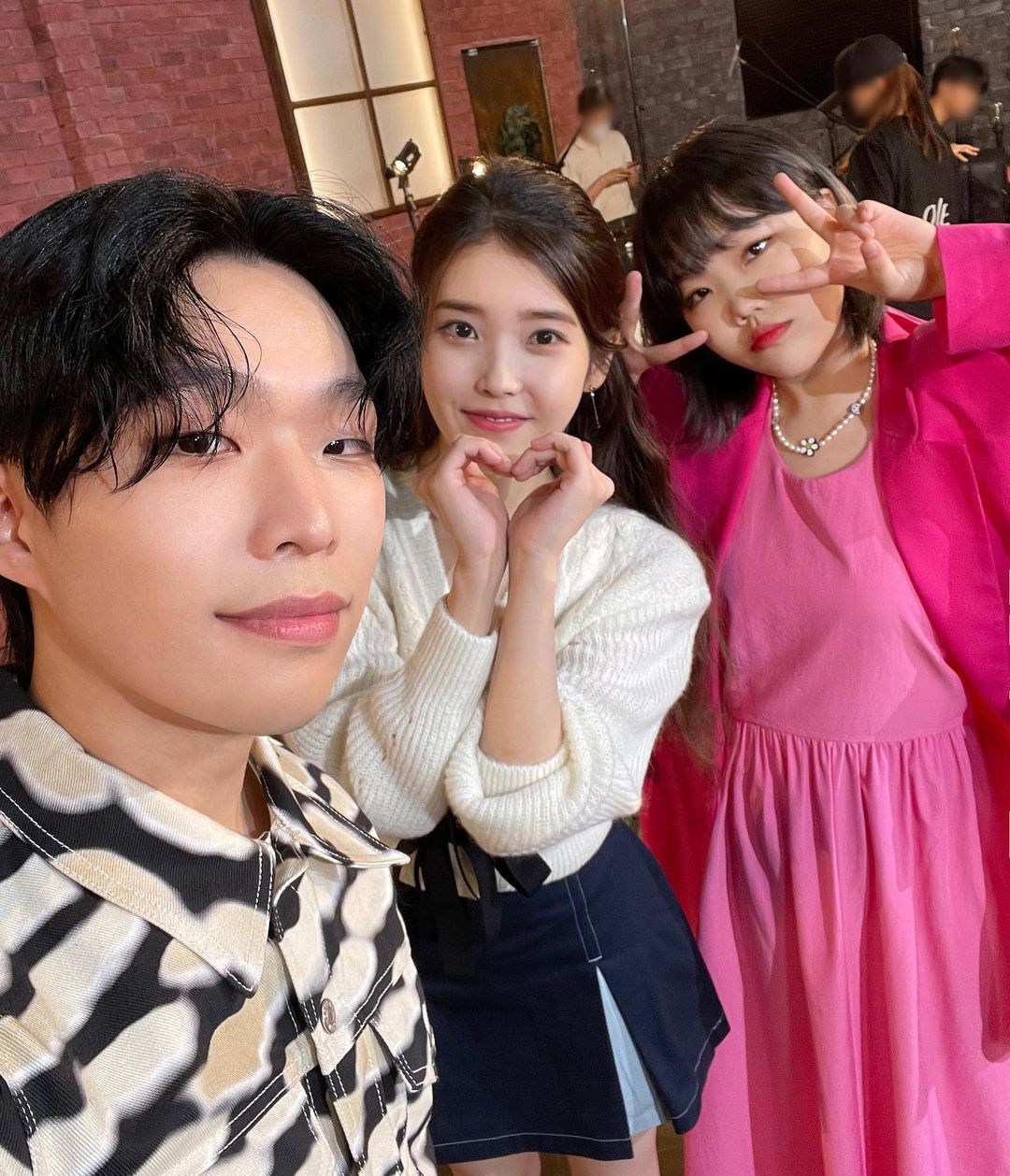 This combination of IU and AKMU is heartwarming