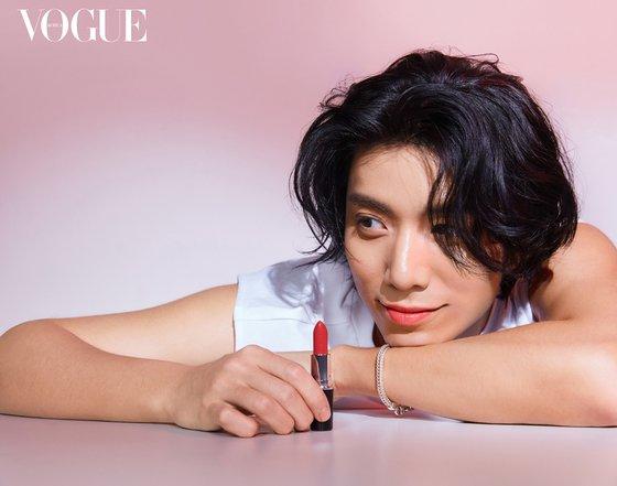 SF9 Yoo Taeyang · Hwiyoung, intense red lip… enchanting eye duo
