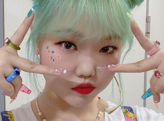AKMU Lee Suhyun Responds to Hate Comment Concerning Her Visuals on Instagram Story