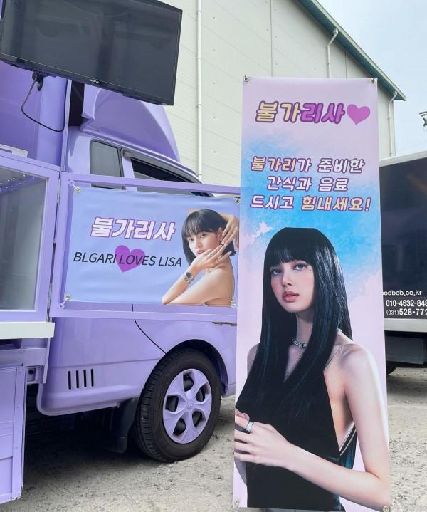 BVLGARI envia Lisa Coffee Truck para apoiar seu próximo lançamento solo ... mas eles cometeram um pequeno erro