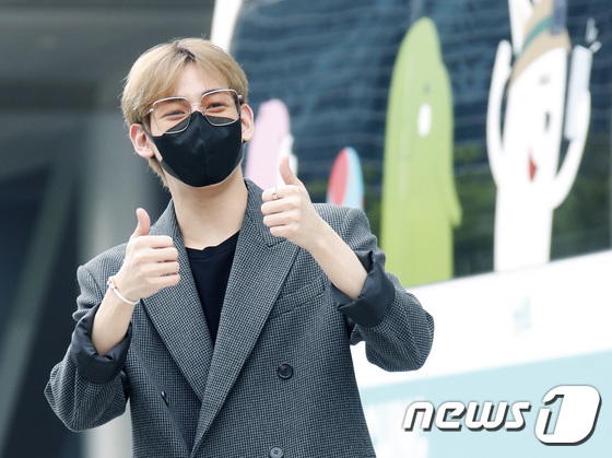 BamBam, Will Melt Your Heart with Sweet Gesture