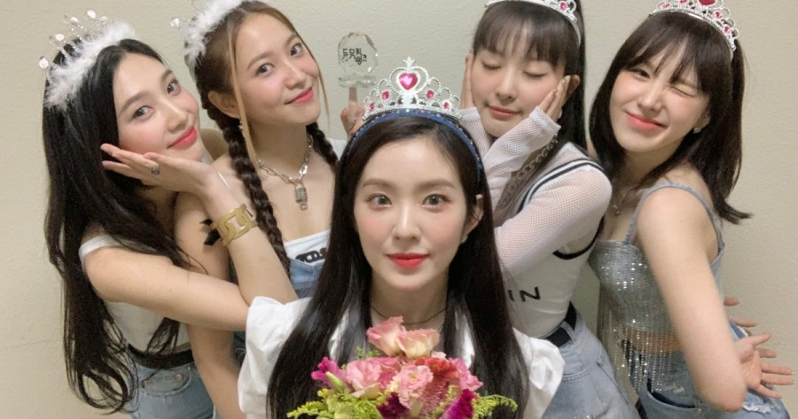 Red Velvet Earns Praise for Stable Live Vocals in MR Removed Video