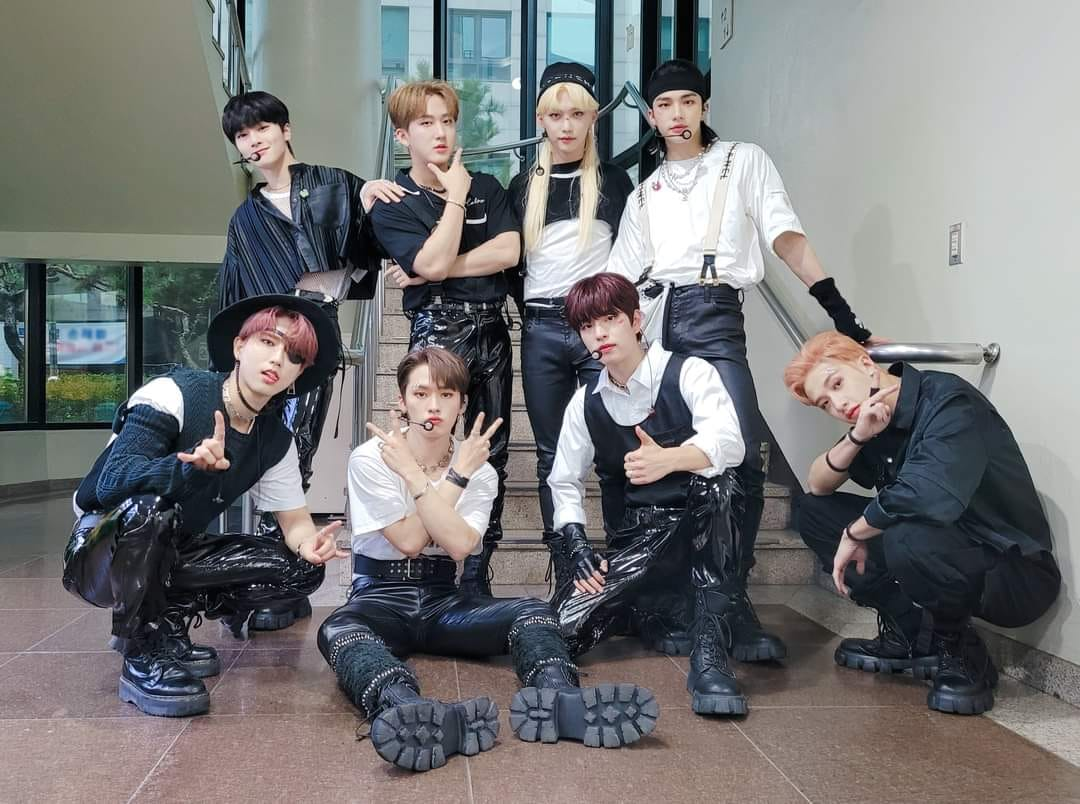 Stray Kids 'NOEASY' sold 1.1 million copies... JYP's first million seller