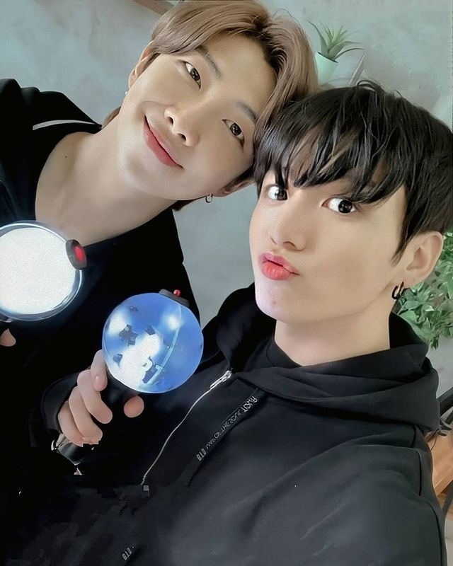 """BTS Jungkook """"Everyone, it's my birthday soon!"""" Lovely selfie gift.. 1st in real-time trend worldwide in 10 minutes + 1 million tweets↑"""