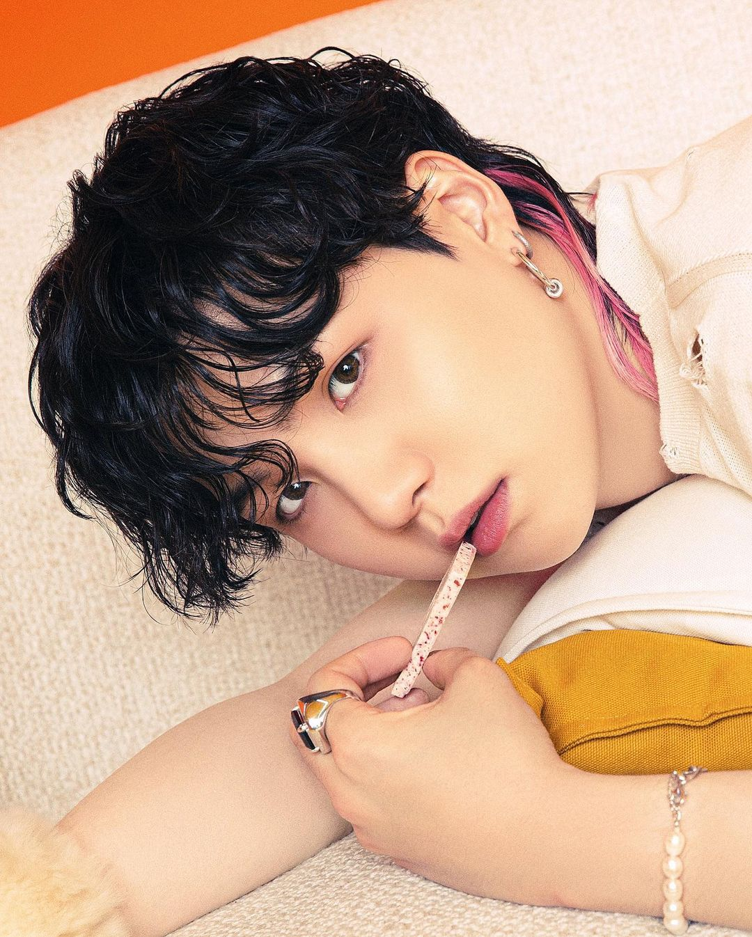 """BTS SUGA, eye-catching beauty """"Finally released the full version of 'Over the Horizon'!"""""""