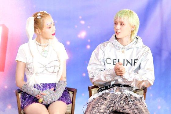 HyunA & Dawn, 1+1=1