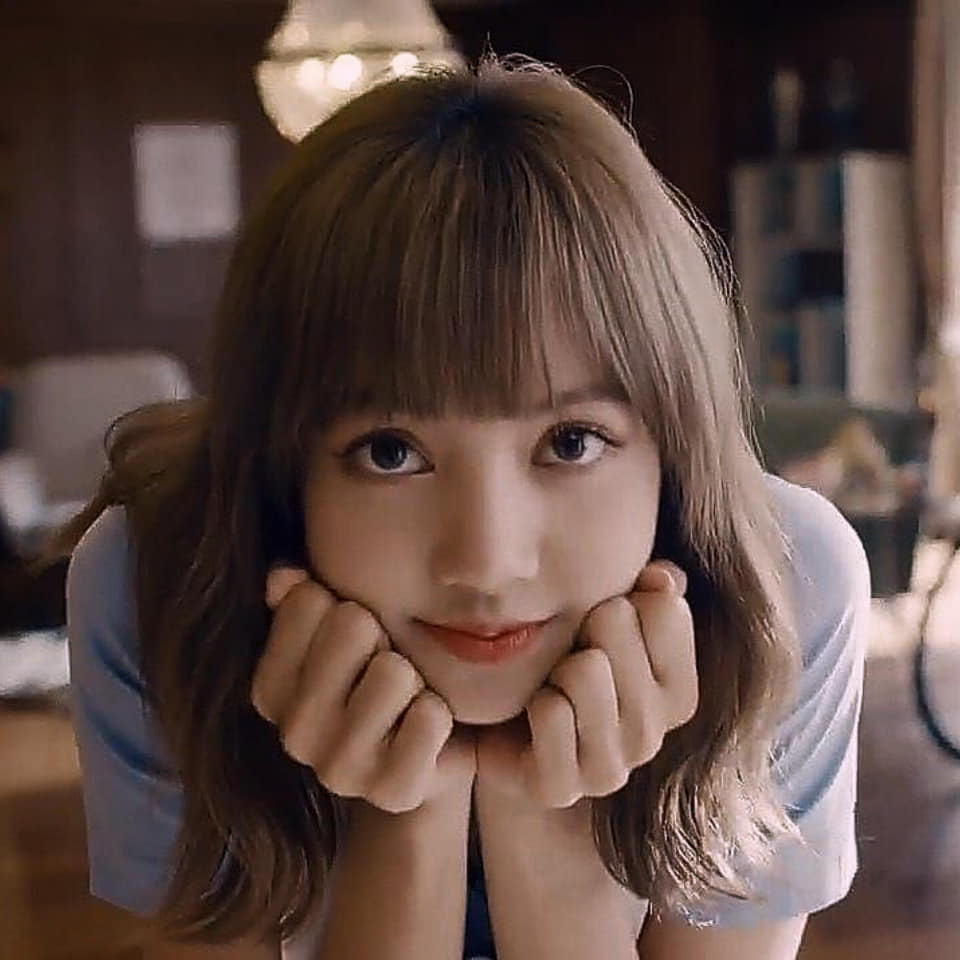 """BLACKPINK Lisa """"Solo debut single name = real name LALISA... I want to show my cool side"""""""
