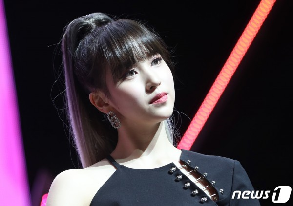 This 'Street Woman Fighter' Participant Resembles TWICE Mina? La Chica Rian Attracts Attention for Her Visual