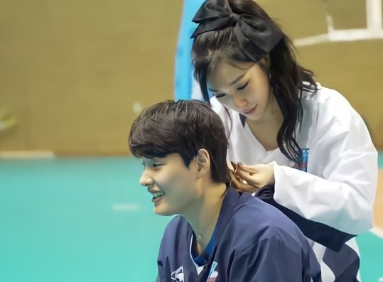 The Reason Why SNSD Tiffany Gives Her Necklace to Volleyball Player Hee Jin Will Prove That She's an Angel in Disguise