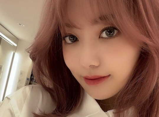 Miyawaki Sakura Finally Signs Contract with Source Music X Hybe Labels
