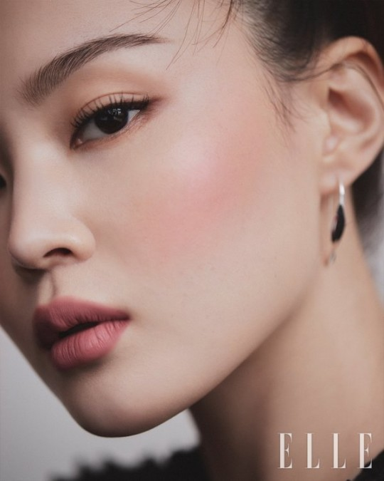 Lee Hi, red lipstick~