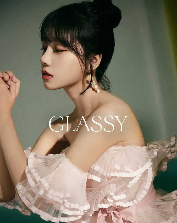 Jo Yu-ri from IZ*ONE, transformed into a short haircut… Shining visuals in 'GLASSY'
