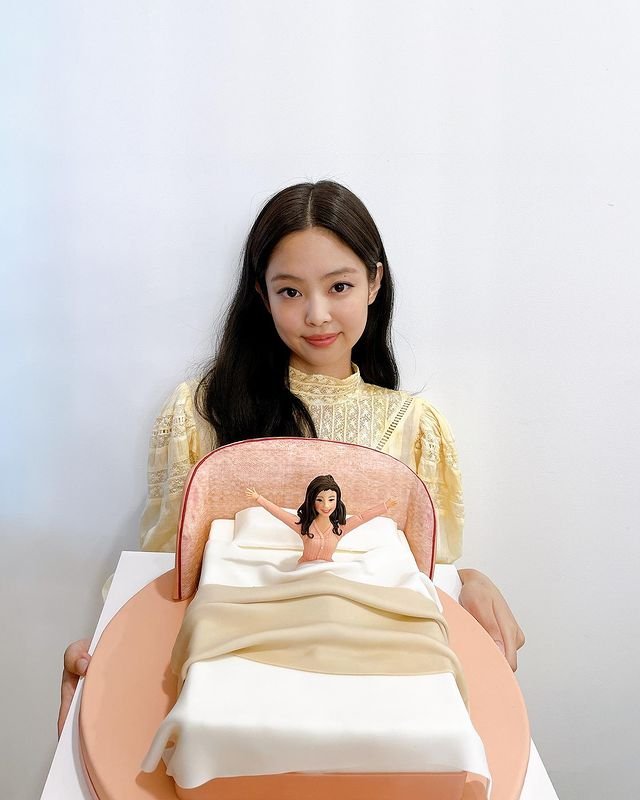 """BLACKPINK Jennie, more dazzling and lovely in Paris..""""Arrived safely"""""""