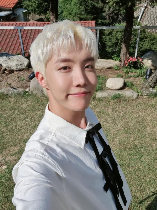 BTS Weverse: Hobi Goes on Reply Spree, Challenges an ARMY to Play Squid Game With Him