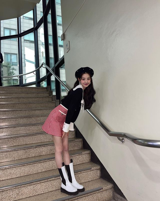 Jang Won-young, sweet visual... doll beauty