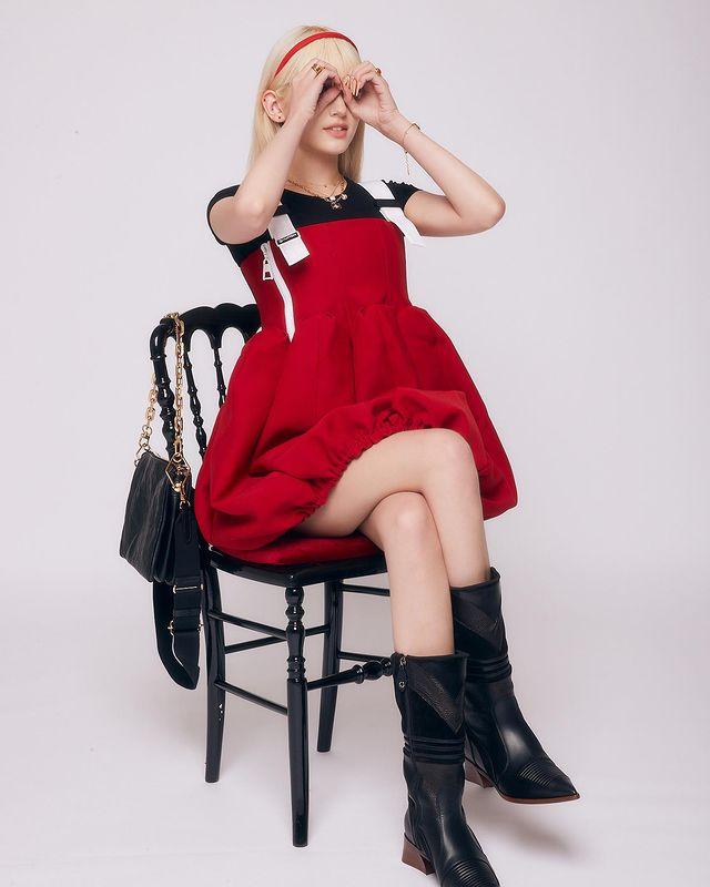 Jeon So-mi, I'm a person, I'm a doll. Liz renewed after blonde hair