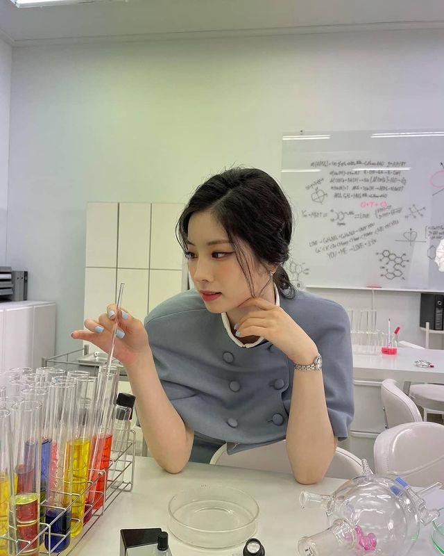 TWICE Dahyun, a fairy in a cape dress..Elegant loveliness