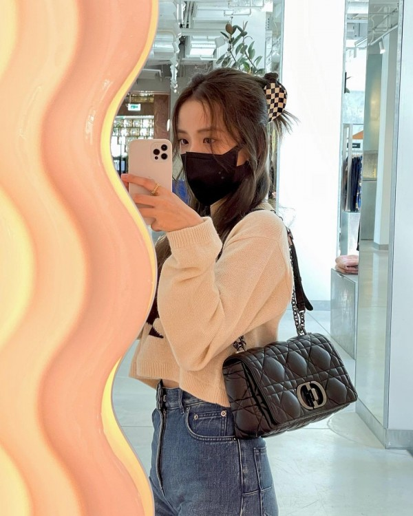 BLACKPINK Jisoo Flexing Her New iPhone Receives Malicious Postings – Here's Why