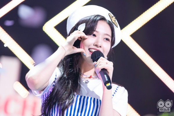 Ahn Yujin at SBS Inkigayo