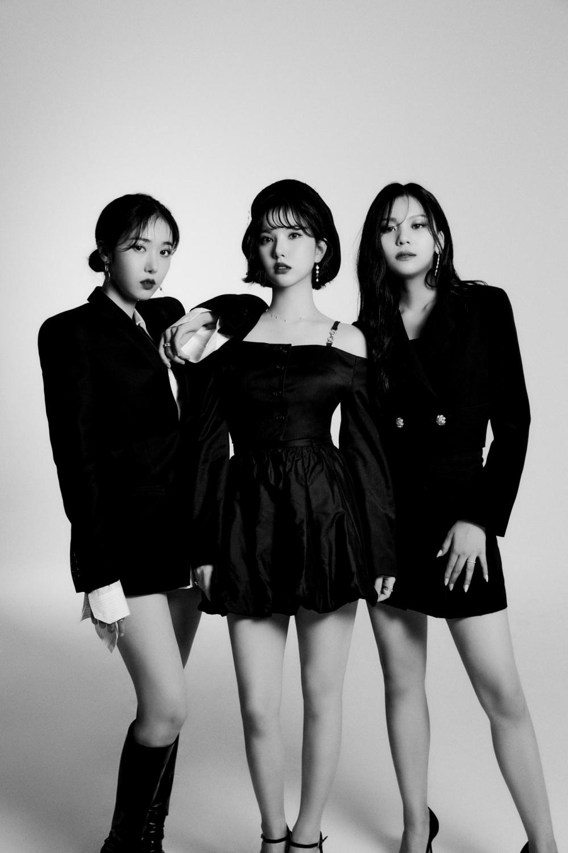 VIVIZ (Eunha, SinB, Umji) Join the UNIVERSE + Preview of a New Planet on October 15