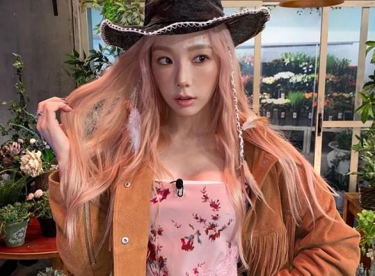 Girls' Generation Taeyeon, glamorous cowboy