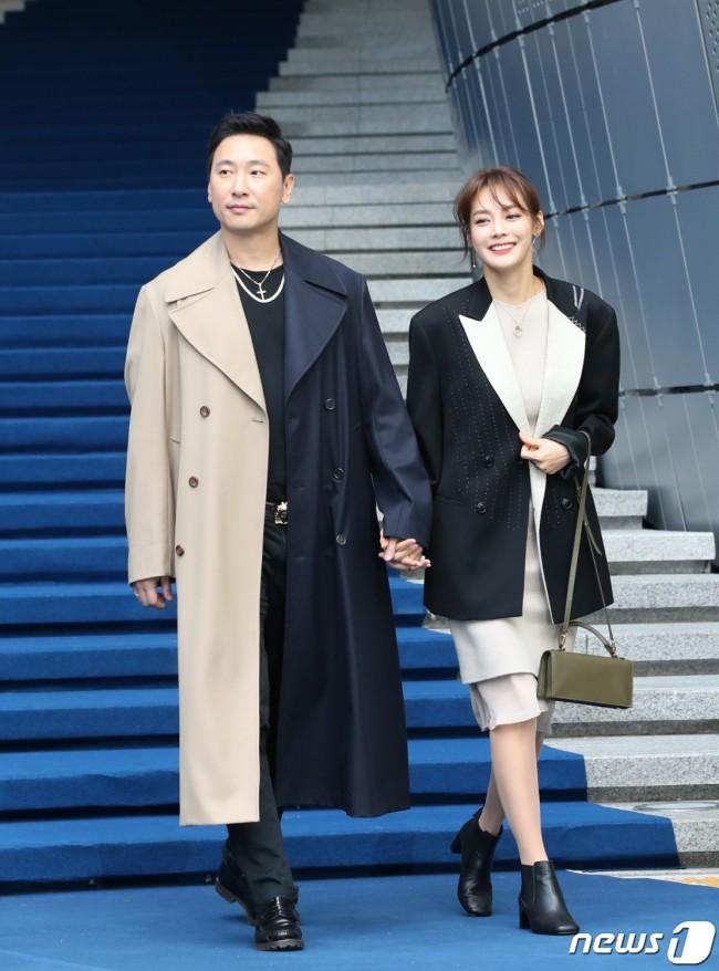 Kpop Fashion 2020.Stars S 2020 S S Seoul Fashion Week Photos Kpopstarz